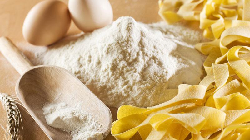 Pasta fatta in casa con la macchina per pasta